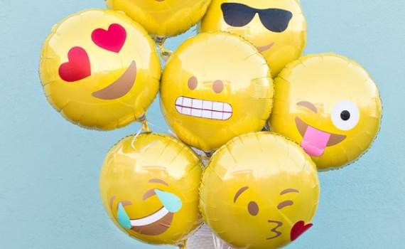 DIY-Emoji-Balloons3-600x900