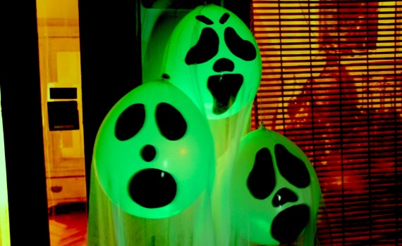 glow in the dark ghost balloons